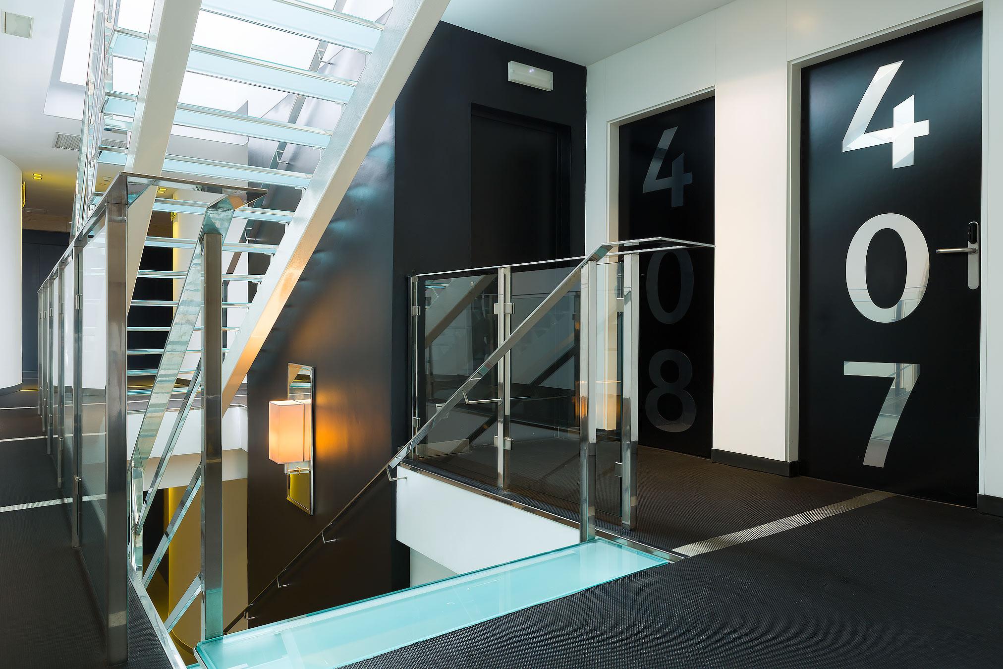 Escaleras acceso 4º planta