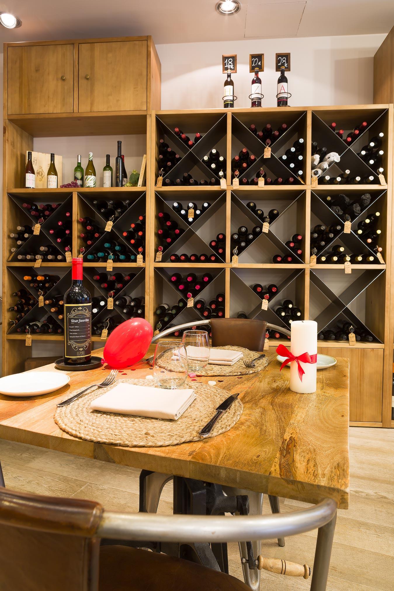 Mesa y vinoteca